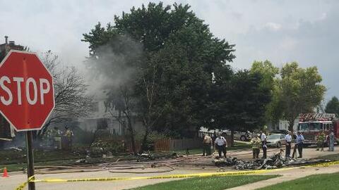 Cuadrillas de emergencia responden a accidente aéreo ocurrido en Plainfi...