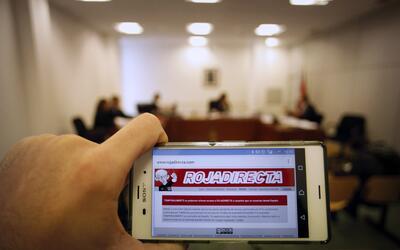 """La web diciendo """"Temporalmente fuera de servicio por orden judicial..."""