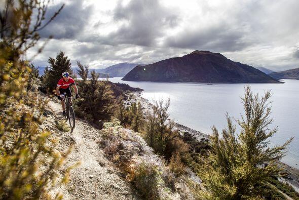 El ciclismo de montaña es un deporte realizado en circuitos naturales a...