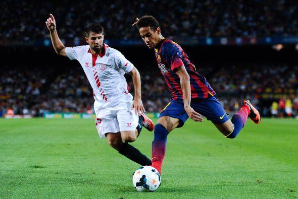 Neymar no cesó de desbordar y pisar línea de fondo pero no encontró quie...