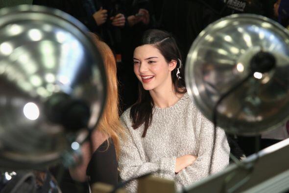 Kendall Jenner no sólo asistió como invitada, sino que también desfiló p...