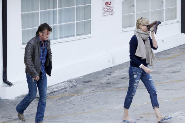 Charlize Theron y Sean Penn no pueden aparecer en público sin que...