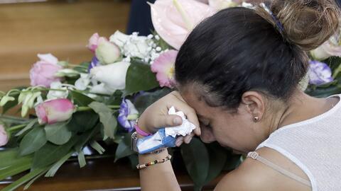 El duelo por las víctimas del terremoto embarga a miles de personas en I...