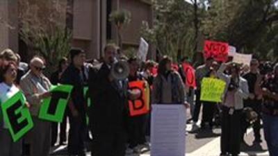 Manifestantes encontra de la propuesta sb1070