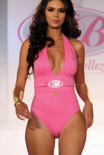 A Laura Zuñiga, Miss Sinaloa 2008, se le cayó la corona cu...