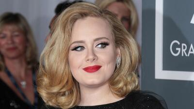 Adele viste a su hijo como princesa