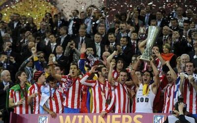 Atlético de Madrid festejó en Bucarest, luego de consagrase Campeón de l...