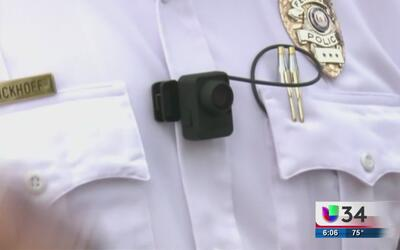 Polémica ley restringe acceso a videos grabados por cámaras que portan p...