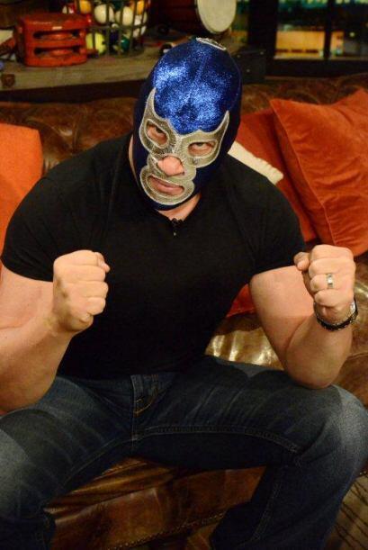 El luchador es una leyenda en la lucha libre mexicana y sabe como poner...