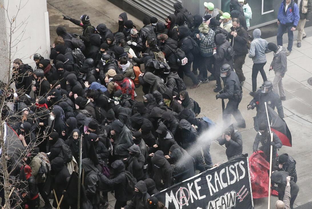 Al menos 90 personas han sido detenidas durante las protestas contra Tru...