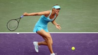 María Sharapova dió un paso a los cuartos de final al derrotar a la cuar...