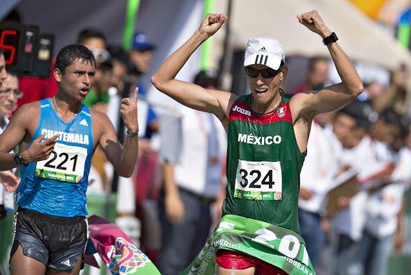 En los 20 kilómetros de la marcha varonil, el mexicano Horacio Na...