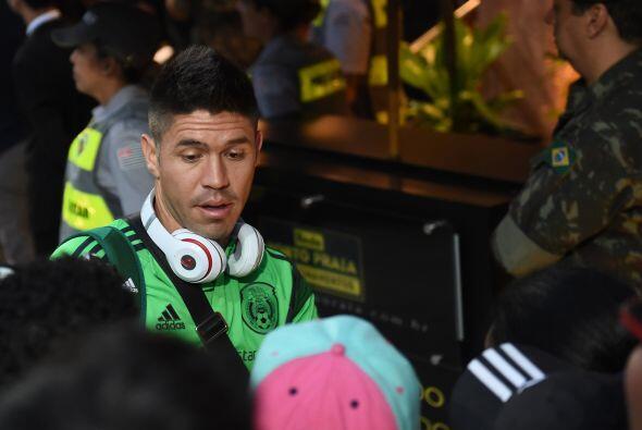 Oribe Peralta con el cansancio reflejado en el rostro, saludó a l...
