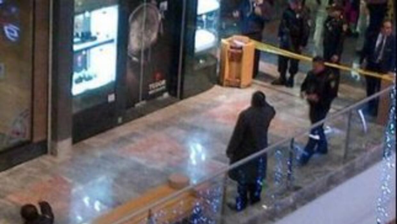 Un robo perpetrado este sábado en una joyería exclusiva causó pánico ent...