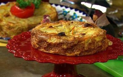 Receta de Tortilla española de papas con chorizo con el chef Pepín