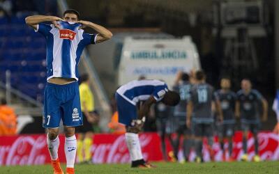 Gerard se lamenta luego de que el Espanyol recibió el primer gol...