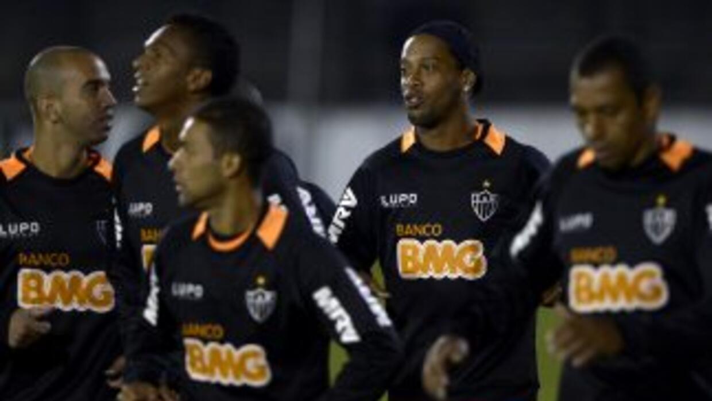 "Atlético Mineiro, con Ronaldinho en sus ""valijas"", viajó a Marruecos par..."