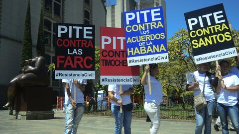 Activistas del movimiento ciudadano contra el proceso de paz en Colombia