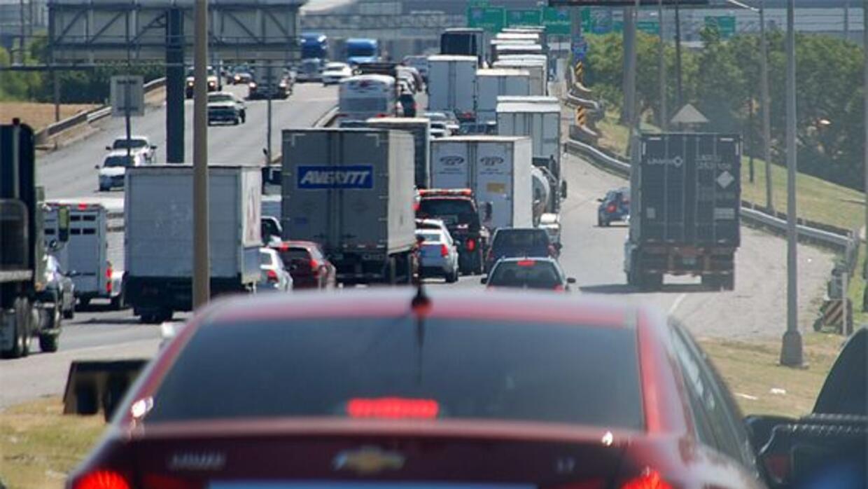 La carretera más congestionada es la que pasa a un lado del centro de Fo...