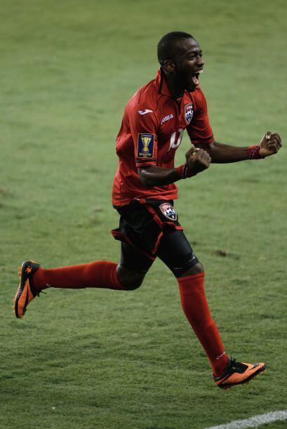 Trinidad y Tobago anotó el primer gol que les dio confianza ante Hondura...