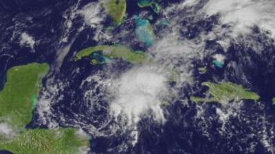 Ante la cercanía de la tormenta tropical Richard, las autoridades de Hon...