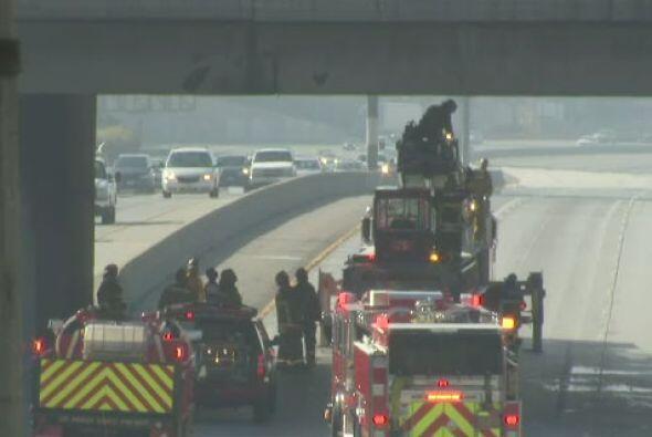 Incendio de camión de carga en plena autopista interestatal 10 dirección...