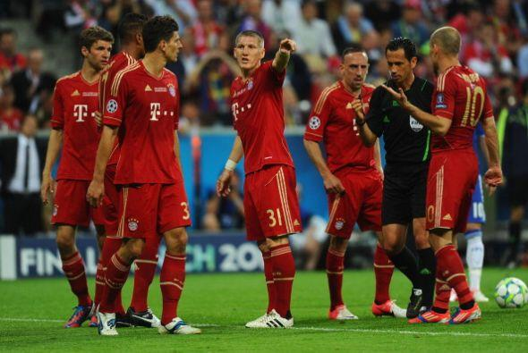 Schweinsteiger recibió tarjeta amarilla cuando apenas habí...