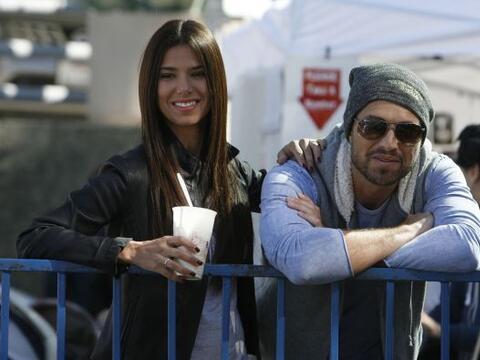 ¿Qué es lo que miran Roselyn Sánchez y su marido Er...