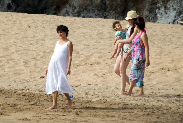 Penélope disfrutó de una linda tarde en la playa.  Mira aquí los videos...