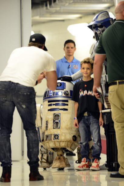 """Y mientras William consiente a su futuro """"Jedi"""", este guapo cubano está..."""