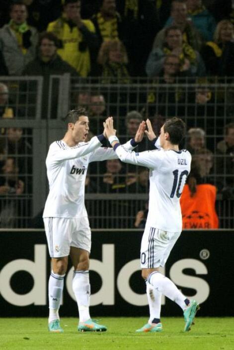 El portugués no dejó de agradecer al alemán Mesut Özil pues este último...