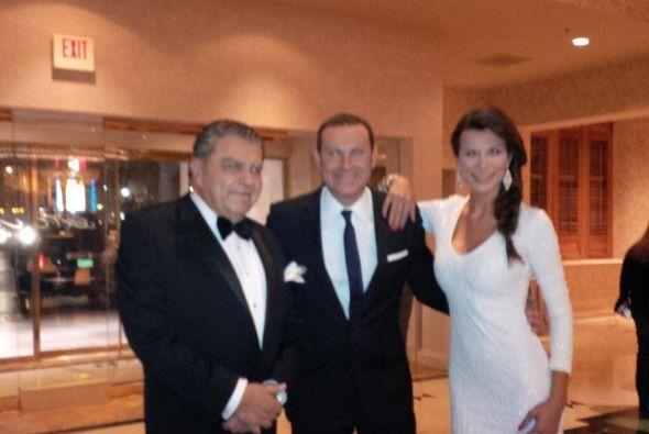 Alan Tacher en la gala de los Latin Grammy compartiendo con su amigo Don...
