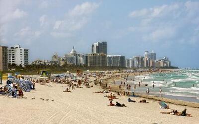 Jackie Guerrido planea día de playa a pesar de las bajas temperaturas