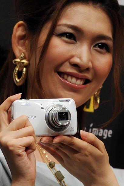 Nikon Coolpix S800c- Esta cámara de 16 megapixeles, para apuntar...