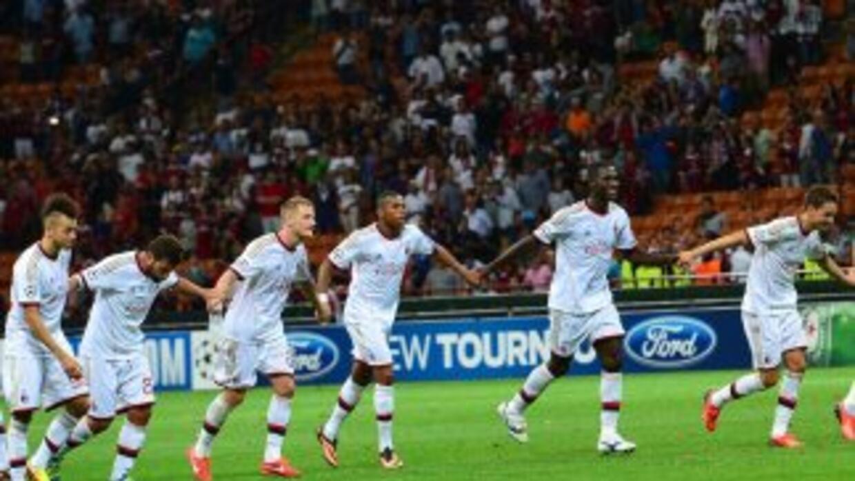 Los jugadores del Milan celebran su clasificación a la Champions.