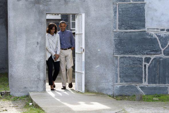 Los Obama tuvieron de guía a Ahmed Kathrada, antiguo prisionero de la cá...
