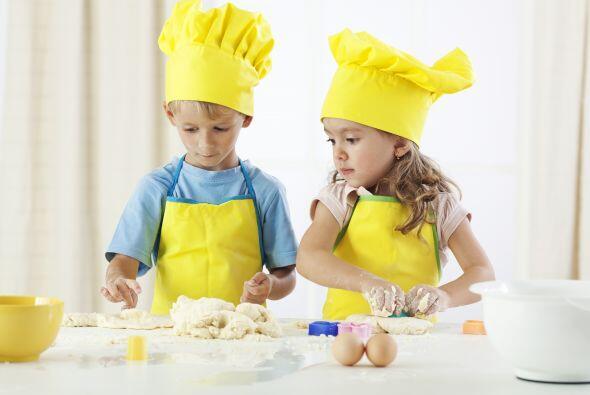Deje que sus hijos participen en la preparación. Invite a sus hijos a pr...