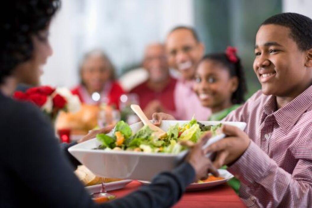 Al preparar los alimentos en casa para las celebraciones navideñas tú ti...