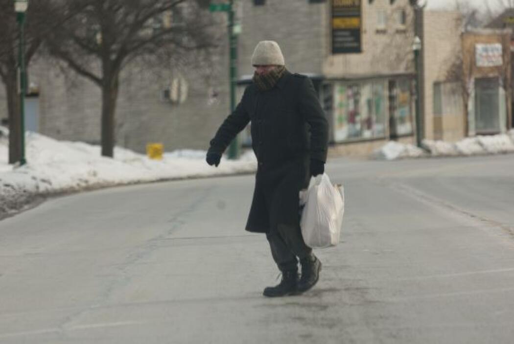 En Milwaukee son pocos los peatones que se atreven a ir por suministros...