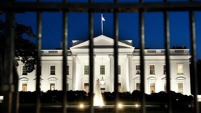 Dos arrestados por traspasar barreras de seguridad de la Casa Blanca
