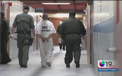 Ponen fin al confinamiento en solitario en prisiones en CA