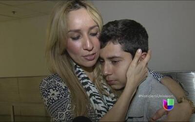 Una madre esperó diez años para poder abrazar a su hijo