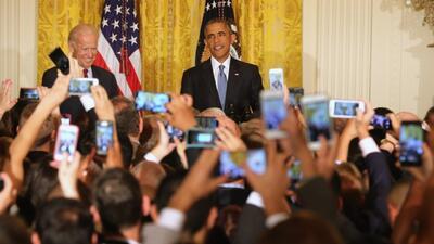 Así le respondió Obama a hispana que lo interrumpió en la Casa Blanca