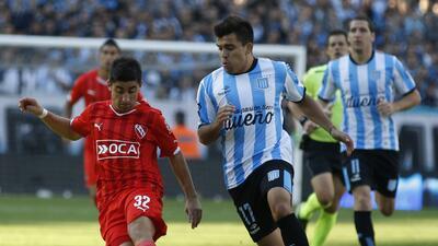 Santos tiene en la mira a Pisano y Cázares para reforzarse GettyImages-4...