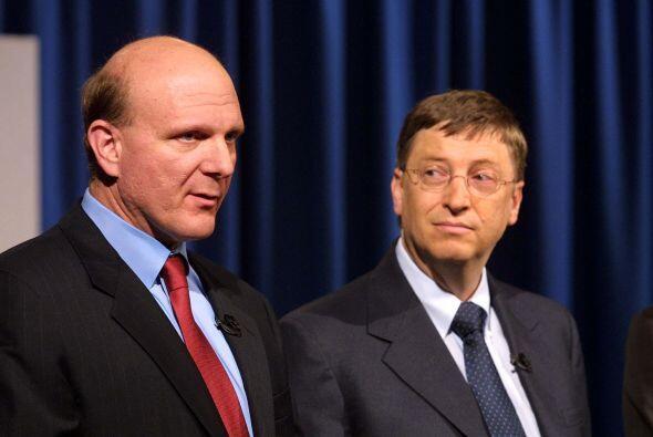 Fue hasta el año 2000 cuando toma el cargo de CEO de Microsoft al releva...