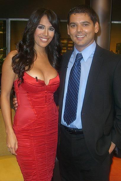 Karla Martínez se une a los invitados. Aquí con el doctor...