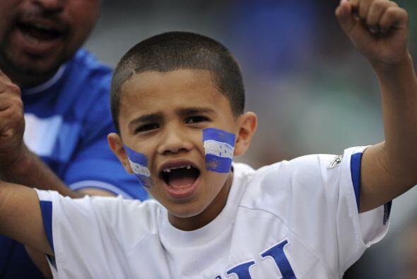 Este `barra brava` de Honduras celebra la clasificación de su equipo a s...