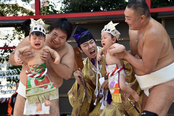 Y aunque sobra decir que es algo controvertido, en Japón la tradición a...