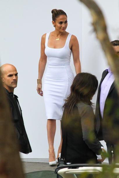 Jennifer Lopez presumió todas sus curvas en blanco. Mira aqu&iacu...