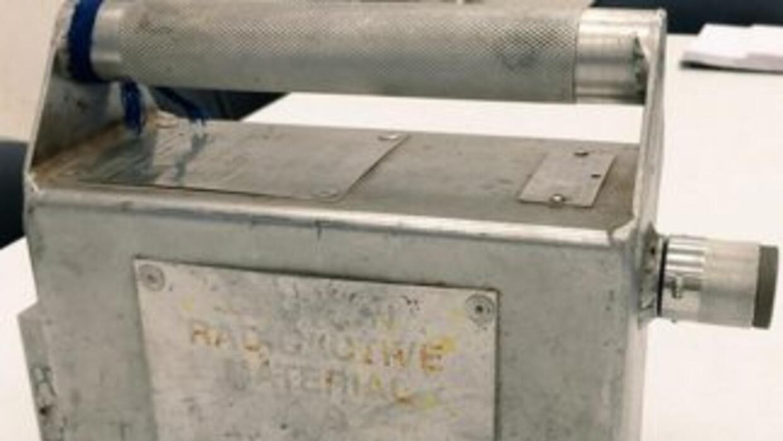La fuente de iridio-192 fue abandonada bajo un puente de un punto de la...